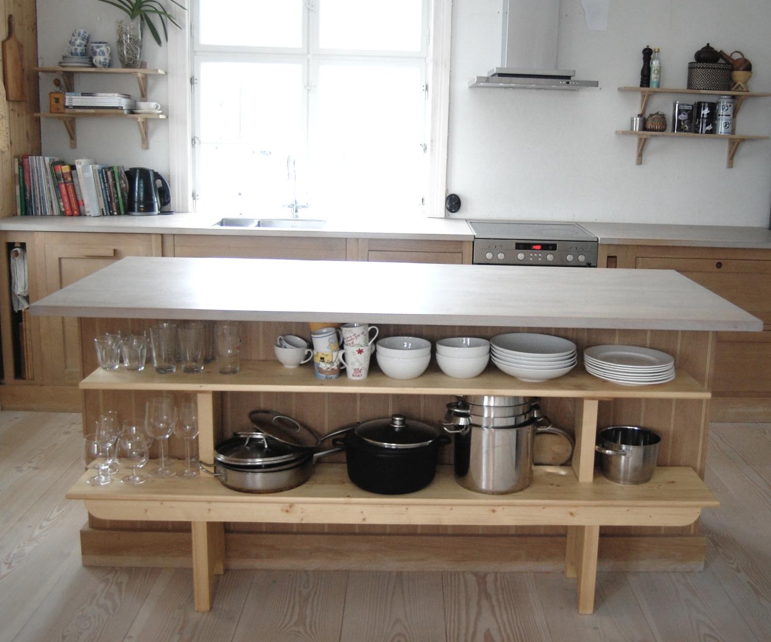 Møbelsnekker Ilan Egoz`sin kjøkkenhylle til Villa Dammen
