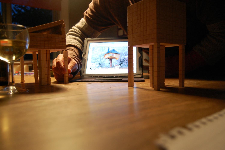 Modellbygging av trehytte i Villa Dammen